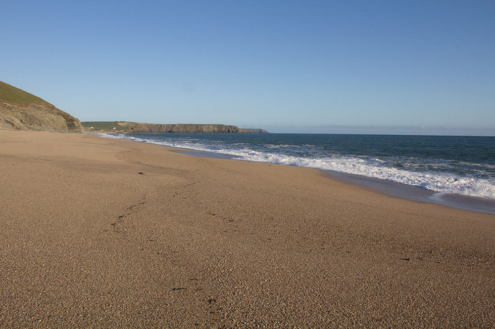 Loe Bar strong tides no swimming